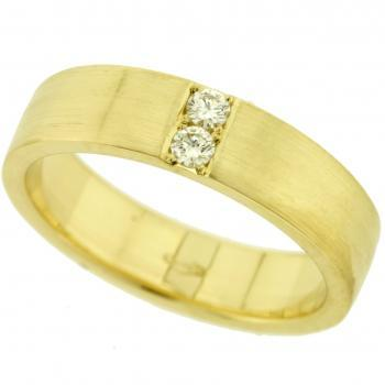 wedding ring with two brilliant cut diamonds set accros