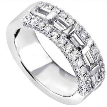 ring with five baguette cut diamonds with set aside (also sideways) with a row of castelsetted brilliant cut diamonds