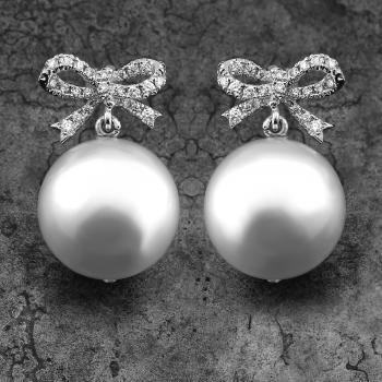 pearl earrings with white Southsea pearls AAA + with a bow set with brilliant cut diamonds (from which 2 in the pearls)