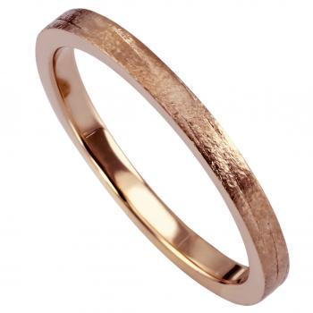 wedding ring hand made with sawn satin lines structure