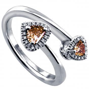 toi et moi halo ring with champaignish and cognac brown heart shaped diamonds surrounded by smaller brilliant cut diamonds