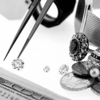 We offer free evaluation of your old jewelry in platinum or gold before we buy or purchase. Also advice on possible transformations is free of charge.  This full taxation service we do as well for insurance, notarial as personal purposes.