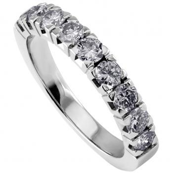 wedding ring with brilliant cut diamonds set in square bloc chatons