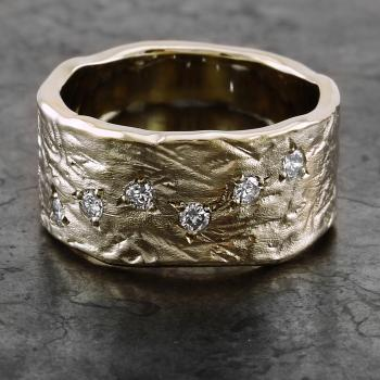 wide ring with an organic structure and brilliant cut diamonds pavé set with three grains (whitout rhodium)