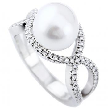 ring with a freshwater pearl on an crossing band pavé set with brilliant cut diamonds
