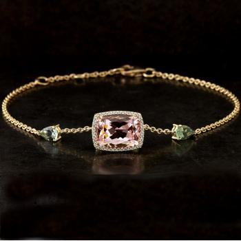 entourage bracelet with a Morganite / Beryl faceted antique cut surrounded by small brilliant cut diamonds and flanked by a pear-cut hell tourmaline (extra eyes at 1.5 and 3 cm)