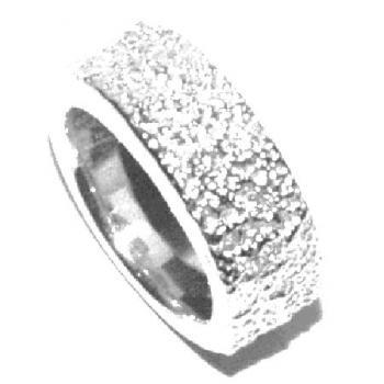 ring milled with brilliants