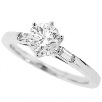 solitaire ring brilliant with 2 baguettes on the side