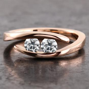 toi-et-moi ring with two brilliant cut diamonds slim set in between the softened band
