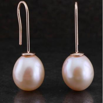 earrings with drop shaped lavendel tinted fresh water pearls on a hook