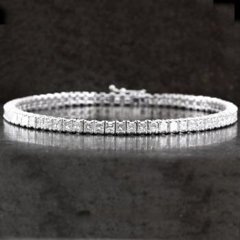 tennis bracelet diamond princess-cut set with four prongs each diamond