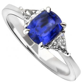 ring with a cushion cut sapphire Ceylon Heated & 2 trilliant shaped diamonds