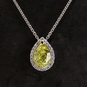 entouragehanger met fancy intens yellow peervormige peer geslepen diamant